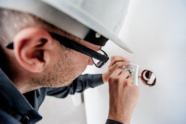 The Reasons Why It's Important That You Hire a Real Electrician